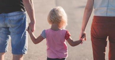 I bambini non hanno bisogno dei loro genitori insieme, hanno bisogno dei loro genitori felici