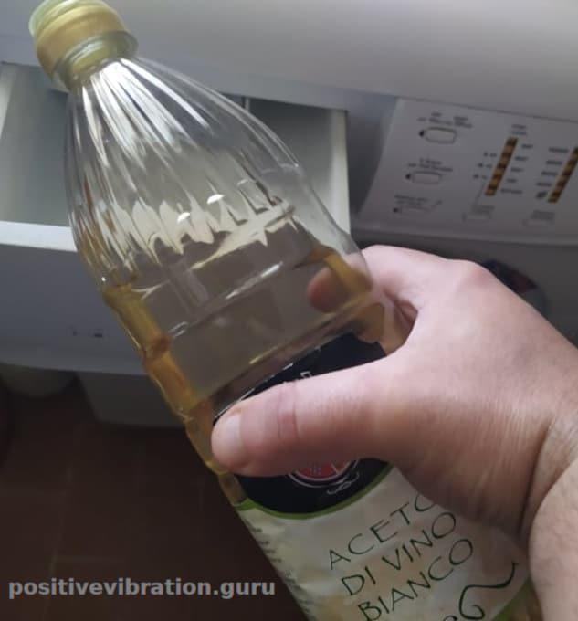 L'aceto può sostituire 5 prodotti per la pulizia che ritenevi essenziali. Ecco come